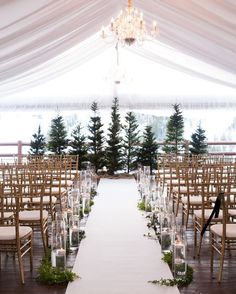 Happy December ! // Winter weddings are so beautiful heres an inspiration on #pinterest ! Every season can be romantic and beautiful!