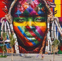 """By Eduardo Kobra, uma das faces do mural """"Las etnias"""" (2016):"""