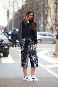 See the best street style looks spotted today at Milan Fashion Week, here: Fashion Me Now, Look Fashion, Daily Fashion, Autumn Fashion, Fashion Outfits, Fashion Edgy, Fashion Black, Womens Fashion, Fashion Flatlay