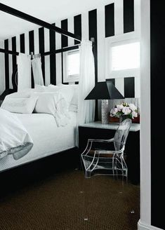 Black And White Striped Bedroom Wall Black White Bedrooms, White Wall Bedroom, White Wall Paint, White Bedroom Design, Bedroom Wall Colors, Bedroom Color Schemes, Bedroom Black, Modern Bedroom, White Walls