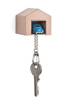 Garage an Wand mit VW Käfer blau Schlüsselanhänger