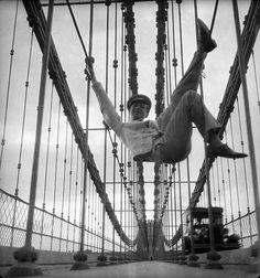 "NYC. ""Self-Portrait on the Brooklyn Bridge"" Cecil Beaton (ca. 1929)"