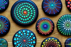 Every Little Detail with Aproned Artist: Dot Mandala Mandala Painted Rocks, Painted Rocks Craft, Mandala Rocks, Stone Mandala, Stone Art Painting, Dot Art Painting, Pebble Painting, Dot Painting On Rocks, Mandala Art Lesson