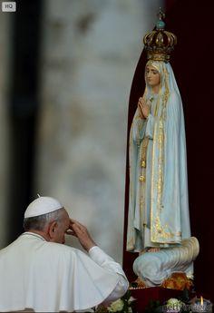 Pape François - Pope Francis - Papa Francesco - Papa Francisco - 12 oct 2013 Accueil de la Statue de Notre Dame de Fatima sur la Place St Pierre