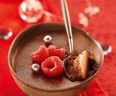 Envie d'un dessert gourmand ? Voici une recette du chef Cyril Lignac pour faire une mousse chocolat framboises.