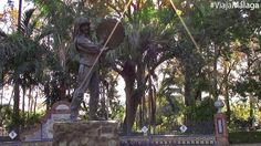 Uno de los monumentos más singulares es el dedicado al Fiestero, de Miguel García Navas, que hace homenaje al baile y género musical autóctono de los verdiales.