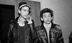 Txarli y Evaristo, de la Polla Records, tras un concierto en la Escuela de Caminos de Madrid. 1983. Fotografiados por Marivi ibarrola