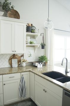 Are you looking for pretty and practical spring kitchen decor ideas? Here are some sure fire ways to beautify your spring kitchen decor and bring some sunshine and life back into your kitchen. This is perfect for the modern farmhouse kitchen lover who enjoys a bit of character in her home. #kitchenideas