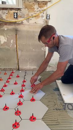 Set tile flat and clean with the spin doctor tile leveling clips