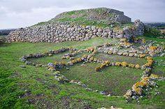 L'altare prenuragico di Monte d'Accoddi, Sassari, Sardegna, Sardinia