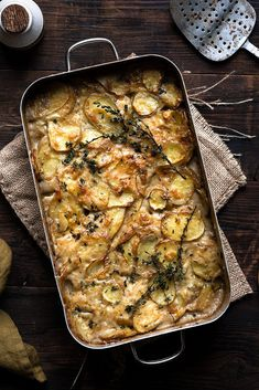 Vegan Potato Gratin a great side dish that goes with almost anything and will ma. - Vegan Potato Gratin a great side dish that goes with almost anything and will make a great additon - Thanksgiving Dinner Recipes, Vegan Thanksgiving, Thanksgiving Side Dishes, Holiday Recipes, Vegan Christmas, Holiday Meals, Christmas Desserts, Christmas Recipes, Vegan Roast Dinner