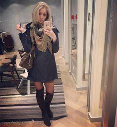 Shopping mirror selfie #selfie #bald #wig #ellenwille #ellenwillewigs #blonde #humanhair #alopecia #beauty #diabetes #diabetic #diabeticlife #diabeticbeauty #t1d #boots #burberry #louisvuitton #fashion #instafashion #fashionista by maureendjvg
