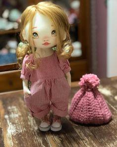 Este posibil ca imaginea să conţină: unul sau mai mulţi oameni Diy Art Dolls, Rag Doll Tutorial, Toy Craft, Waldorf Dolls, Doll Head, Fairy Dolls, Soft Dolls, Handmade Toys, Doll Patterns