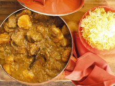 Uit die Huisgenoot toetskombuis: Lamskerrie Lamb Recipes, Curry Recipes, Meat Recipes, Cooking Recipes, Recipies, South African Dishes, South African Recipes, Ethnic Recipes, Lamb Dishes