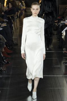 Gabriela Hearst Fall 2017 Ready-to-Wear Fashion Show Collection All White Outfit, White Outfits, Modest Outfits, White Dress, Modest Clothing, Fashion 2017, Couture Fashion, Gabriela Hearst, New York