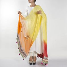 Every girl looks beautiful in ethnic wears and that's what we are dying for. And mainly, the pretty and colorful dupattas adds a charming look to your personality and outfit. Indian Fashion Trends, Ethnic Dress, Indian Suits, Daily Wear, Different Styles, Frocks, Blouse Designs, Bell Sleeve Top, Clothes For Women