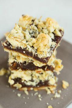 Maple-Date Bars (Brown Eyed Baker) Paleo Dessert, Dessert Bars, Dessert Recipes, Sukkot Recipes, Fall Recipes, No Bake Desserts, Just Desserts, Date Bars, Frozen Yoghurt