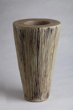Vase in gress.  17 x 17 x 28 cm