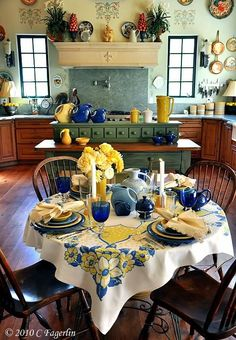Old Country Dining And Kitchen Area.Like The Yellows And Blues...........