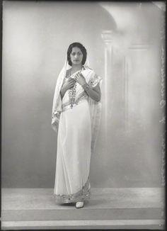 Maharaj Kumari Lalitarni Devi of Burdwan - Daughter of Sir Bijay Chand Mahtab, Maharaja Bahadur of Burdwan - Old Indian Photos Vintage Pictures, Old Pictures, Old Photos, Hispanic American, Asian American, India West, Contexto Social, She Walks In Beauty, Indian Look
