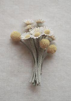 Jung-Jung interview by Flore Vallery-Radot Jolies fleurs et boutons de camomille crochetés par JungJung. Pretty camomile flowers and buds crocheted by JungJung. Photo : Ten_do_Ten