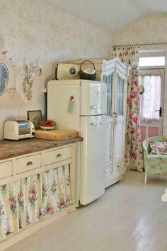 This shabby chic kitchen using vintage fridge. #RomanticHomeDecor #shabbychickitchen
