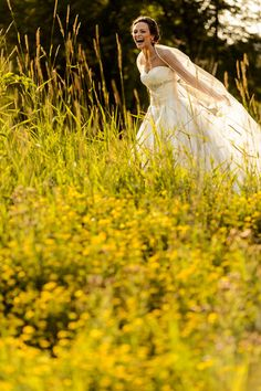 Love this happy shot of the blissful bride! Photos by Susan Stripling Photography via junebugweddings.com