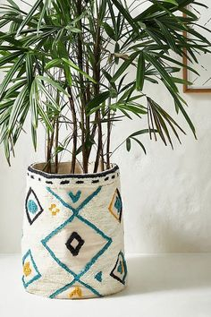Isle Of Man, Diy Flowers, Flower Pots, Motifs Textiles, Punch Needle, Decorative Objects, Handmade Home, Decoration, Bunt