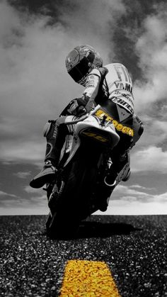 Ideas For Motorcycle Yamaha Valentino Rossi - Gp Moto, Moto Bike, Motorcycle Bike, Bestest Friend, Best Friend Quotes, Friend Memes, Moto Wallpapers, Wallpaper Wallpapers, Wallpaper Ideas
