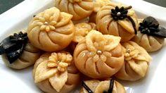حلويات مغربية: حلوة الرشمة (المقادير في الوصف) gâteaux marocains au amandes - YouTube