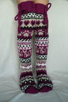 Taikutti: Kissan uni -sukat vol 2 Wool Socks, My Socks, Knee Socks, Crochet Socks, Crochet Baby, Knit Crochet, Knitting Wool, Knitting Socks, Stocking Tights