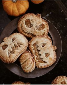 Are you looking to make a few festive treats for Halloween this year? Look no further than this list of the 25 best Halloween recipes! Comida De Halloween Ideas, Halloween Desserts, Halloween Food For Party, Halloween Treats, Halloween Birthday, Halloween Halloween, Fall Recipes, Holiday Recipes, Pumpkin Recipes