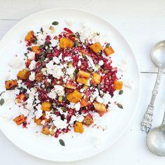 Quinoa salade met bietjes en feta Feta, Cobb Salad, Acai Bowl, Salads, Avocado, Food And Drink, Vegetarian, Lunch, Cheese