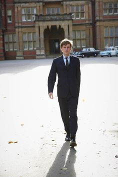 Shaun Evans on location at Bearwood College for Endeavour (Hi Res X) (X)
