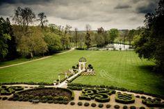 Casar no jardim de um castelo francês do século 19 parece até um conto de fadas, não é mesmo? Pois foi exatamente nesse cenário, no Chateau de Challain, na França, que a Rockstage Produções viabilizou o sim de Bruna Silva e Vinicius Maykeh.