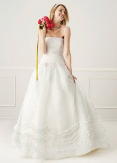 this is the wedding dress i absolutely loved that they stopped making :( maybe i can still have it one day! love it!