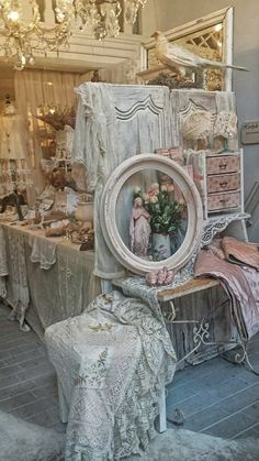 ❤️...A BEAUTIFUL DISPLAY OF SHABBY CHIC HOME DECOR....CHERIE