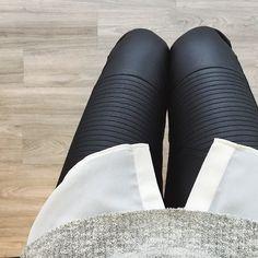 Shop these faux leather leggings & a few others under $100 here: www.liketk.it/AxFK //  #liketkit #leather #leggings