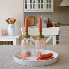 Frühlingsfrische Kerzengläser mit Trockenblumen Candles, Table Decorations, Home Decor, Little Things, Corning Glass, Flowers, Decoration Home, Room Decor, Candy