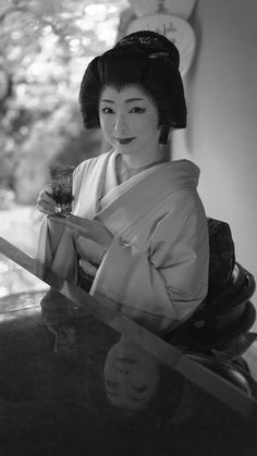 2016 geiko, Miyagawachô, Toshimana at Nijyô-jin-ya Japanese Geisha, Japanese Beauty, Japanese Kimono, Vintage Japanese, Asian Beauty, Memoirs Of A Geisha, Traditional Japanese Art, Beautiful Japanese Girl, Turning Japanese
