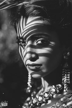 Makeup indian Behance :: For You Behance :: Für Sie Dark Photography, Black And White Photography, Portrait Photography, Black And White Portraits, Black And Grey Tattoos, Female Portrait, Female Art, Realistic Tattoo Sleeve, Girl Face Tattoo