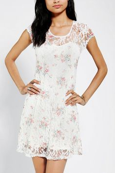 I wish this came in a diff color! Kimchi Blue Ditsy Dreams Lace Dress