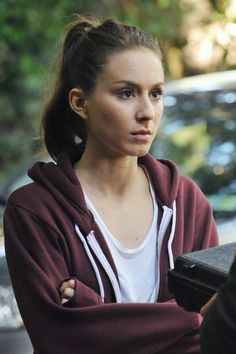 #SpencerHastings #PrettyLittleLiars -> See what your favorite stars are wearing on Looklive.com