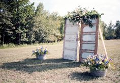 Reclaimed wood doors: such a unique ceremony backdrop idea. Photo: Holly Cromer and Katie Estes // Featured: The Knot Blog