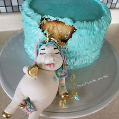 A cute, fat unicorn birthday cake idea Cute Cakes, Pretty Cakes, Beautiful Cakes, Amazing Cakes, Fat Unicorn, Unicorn Foods, Unicorn Cakes, Kawaii, Unicorn Birthday Parties