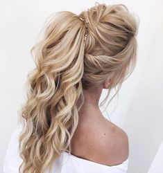 DIY Ponytail Ideas You're Totally Going to Want to 2019 Adorable Ponytail Hairstyles; Classic Ponytail For Long Hair; Dutch Braids To A High Pony;High Wavy Pony For Shoulder Length Hair High Ponytail Hairstyles, Braided Hairstyles, Ponytail Ideas, Low Ponytails, Ponytail With Braid, Curly Ponytail, Wavy Wedding Hair, Bridal Hair, Long Prom Hair