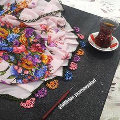 Hayran Bırakan Tığ İşi Oya Modelleri Crochet Borders, Crochet Blanket Patterns, Skinny Chinos, Dora The Explorer, Bead Crochet, Birthday Parties, Embroidery, Beads, Tejidos