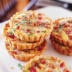 Brunch Ideas For Bridal Shower Finger Foods Mini Quiches Ideas For 2019 Quiche Tart Recipe, Mini Quiche Recipes, Tart Recipes, Mini Appetizers, Appetizer Recipes, Individual Appetizers, Breakfast Dishes, Breakfast Recipes, Mini Tart Pans