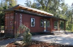 De Lux Shipping Container Home by Relevant - Off Grid World Shipping Container Cabin, Cargo Container Homes, Storage Container Homes, Building A Container Home, Container Buildings, Container House Design, Shipping Containers, Container Architecture, Homes In Portland Oregon