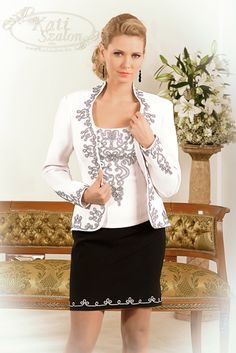 605-ös zsinóros kosztüm, különleges fekete-fehér zsinórral Hungarian Embroidery, Special Dresses, Traditional Outfits, Clothing Patterns, Elegant, My Style, Lady, Womens Fashion, How To Wear
